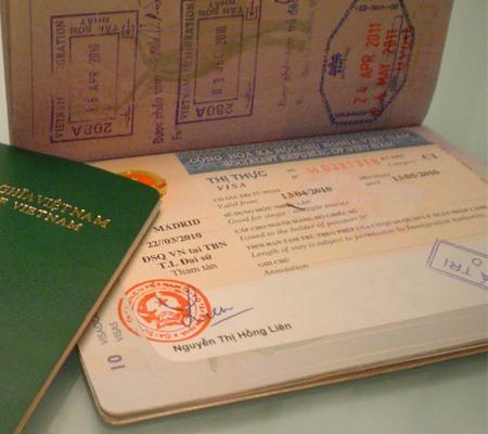Xin visa vào Việt Nam cho người nước ngoài có cần đăng ký tạm trú không?